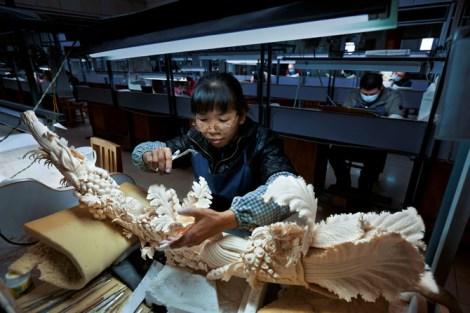 ivory carving brent stirton